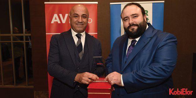 Avis Filo 30 bininci aracını Yaşar Topluluğu'na teslim etti