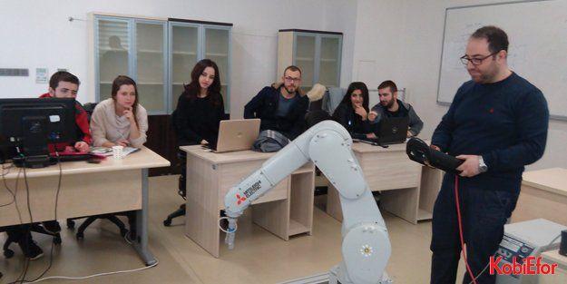 BTÜ'lü mühendis adayları Mitsubishi Electric robotuyla projeler geliştiriyor