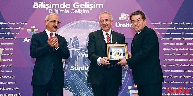 """Kalkınma Bakanı Lütfi Elvan: 'Bilgiye dayalı sermayeye odaklanmalıyız"""""""
