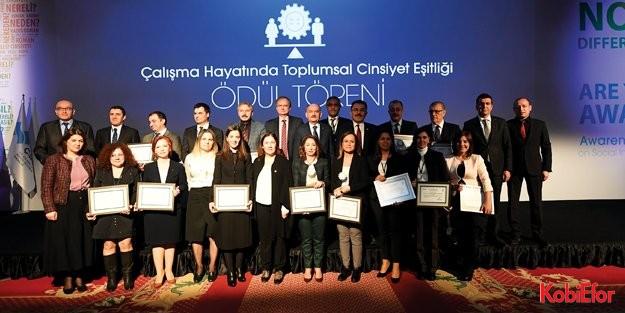 """Mercedes-Benz Türk, 'Çalışma Hayatında Toplumsal Cinsiyet Eşitliği Ödülü"""" aldı"""