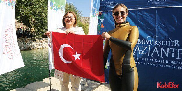 Milli Dalgıç Şahika Ercümen'den, 'Tarihi Rumkale Su Sporları Festivali'nde serbest dalış