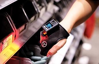 Mavi yakalı personel akıllı eldivenle daha verimli çalışıyor
