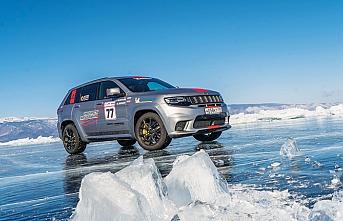 Jeep'ten buz üzerinde hız rekoru