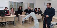 BTÜlü mühendis adayları Mitsubishi Electric robotuyla projeler geliştiriyor
