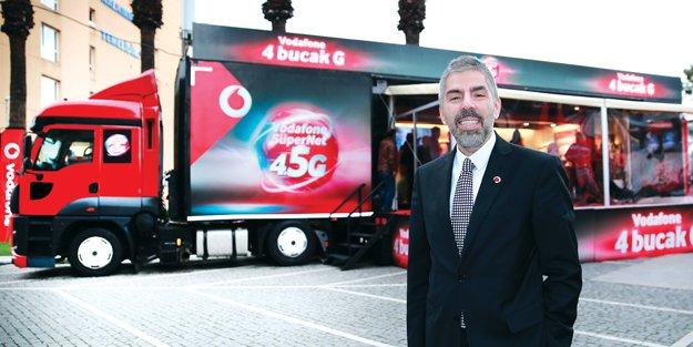 """Vodafone '4bucakG"""" TIR'ının ilk durağı İzmir oldu"""