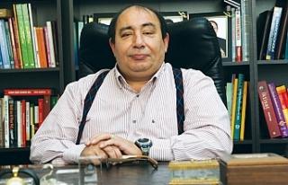 """Prof.Dr. Ömer Faruk Çolak: """"Krizde dibi geride..."""