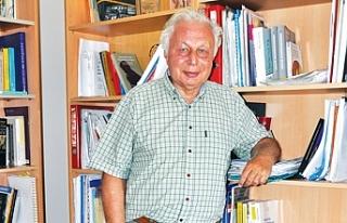 """Prof.Dr. Seyfettin Gürsel: """"Dibi gördük ama çıkış..."""