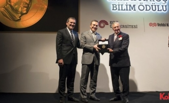 Koç Üniversitesi Rahmi M. Koç Bilim Madalyası Prof.Dr. Aydoğan Özcan'ın oldu