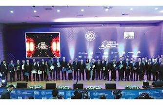 """""""KOBİ ve Girişimcilik Ödülleri"""" sahiplerini buldu"""