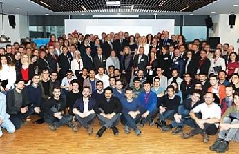 Anadolu Vakfı,gençlere destek vermeye devam ediyor
