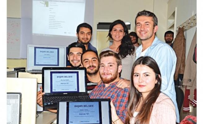 104 üniversiteden 10 bin öğrenci geleceği yazıyor