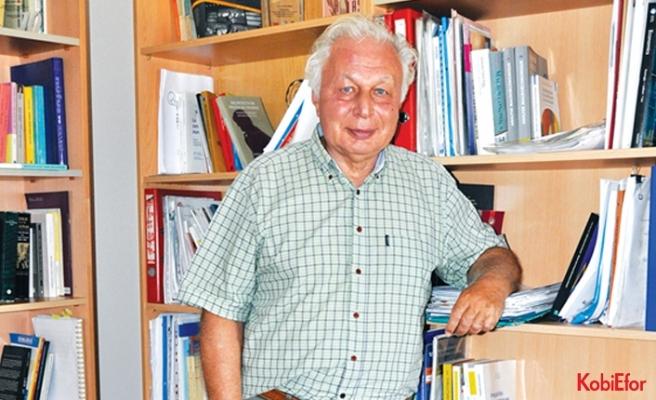 """Prof.Dr. Seyfettin Gürsel: """"Dibi gördük ama çıkış için iyimser değilim"""""""