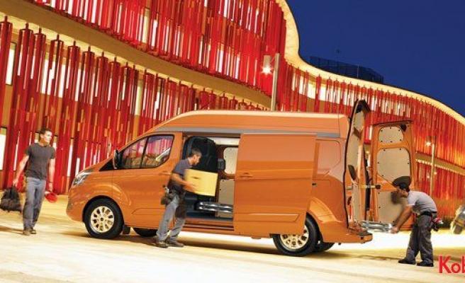 Avrupa'nın çok satan ticari araçları; Tourneo ve Transit Custom yenilendi