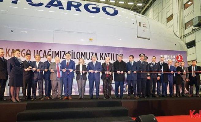 Boeing ve THY, kargo uçağının teslimini kutladı
