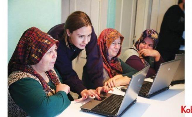Kadınlar Suruç'tan Japonya'ya gelinlik, Sinop'tan Amerika'ya el işi sattı