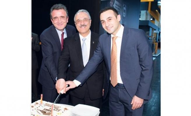 Kanca, 50. yıl pastasını Köln'de kesti
