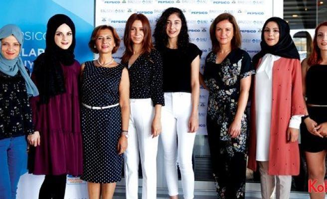 """PepsiCo, """"Kızlarımız Okuyor"""" projesiyle kız öğrencilere destek oluyor"""