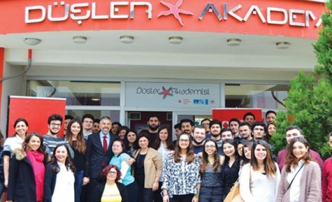 Vodafone sosyal sorumluluk projelerinin kapısını üniversiteli gençlere açtı